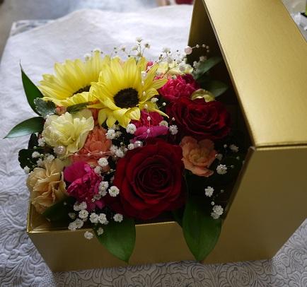 画像2: そのまま飾れるおしゃれなボックスアレンジメント ゴールドボックス